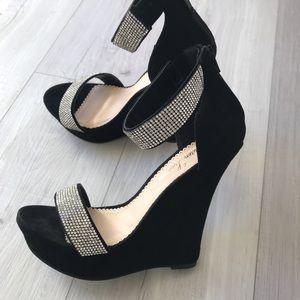 e22e2f8d4ec Lauren Lorraine. Woman s heels
